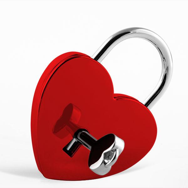 Cadenas d'amour rouge en forme de cœur